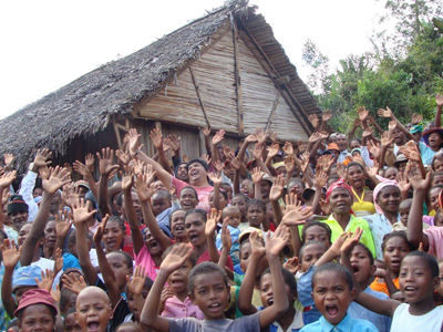 village_group_waving400