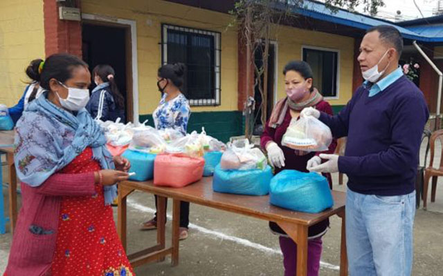 feeding hungry in se asia